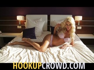 hookupcrowd hookup with hot singles