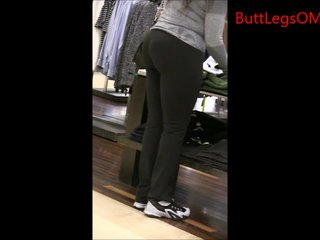 Candid Black Woman in Yoga Pants Big Butt